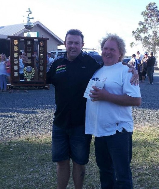 Mark Cranny (driver / owner Hellrazor) with mechanic Tony Spooner with the winning trophy